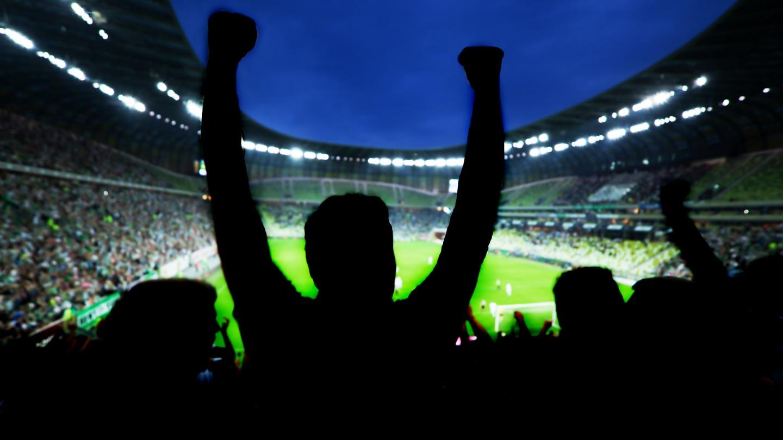 Quantos jogadores de futebol profissional tem no Brasil?